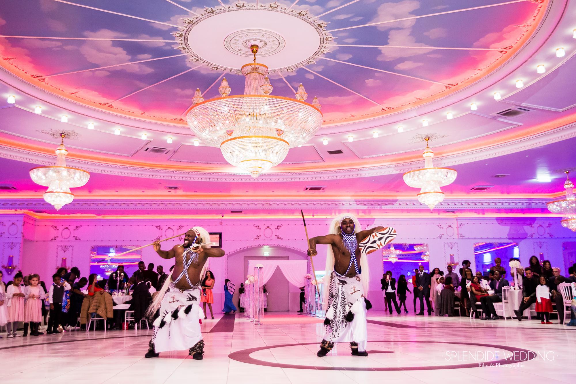 Photographe mariage Paris 19ème Chantal & Darius danseur sur la piste