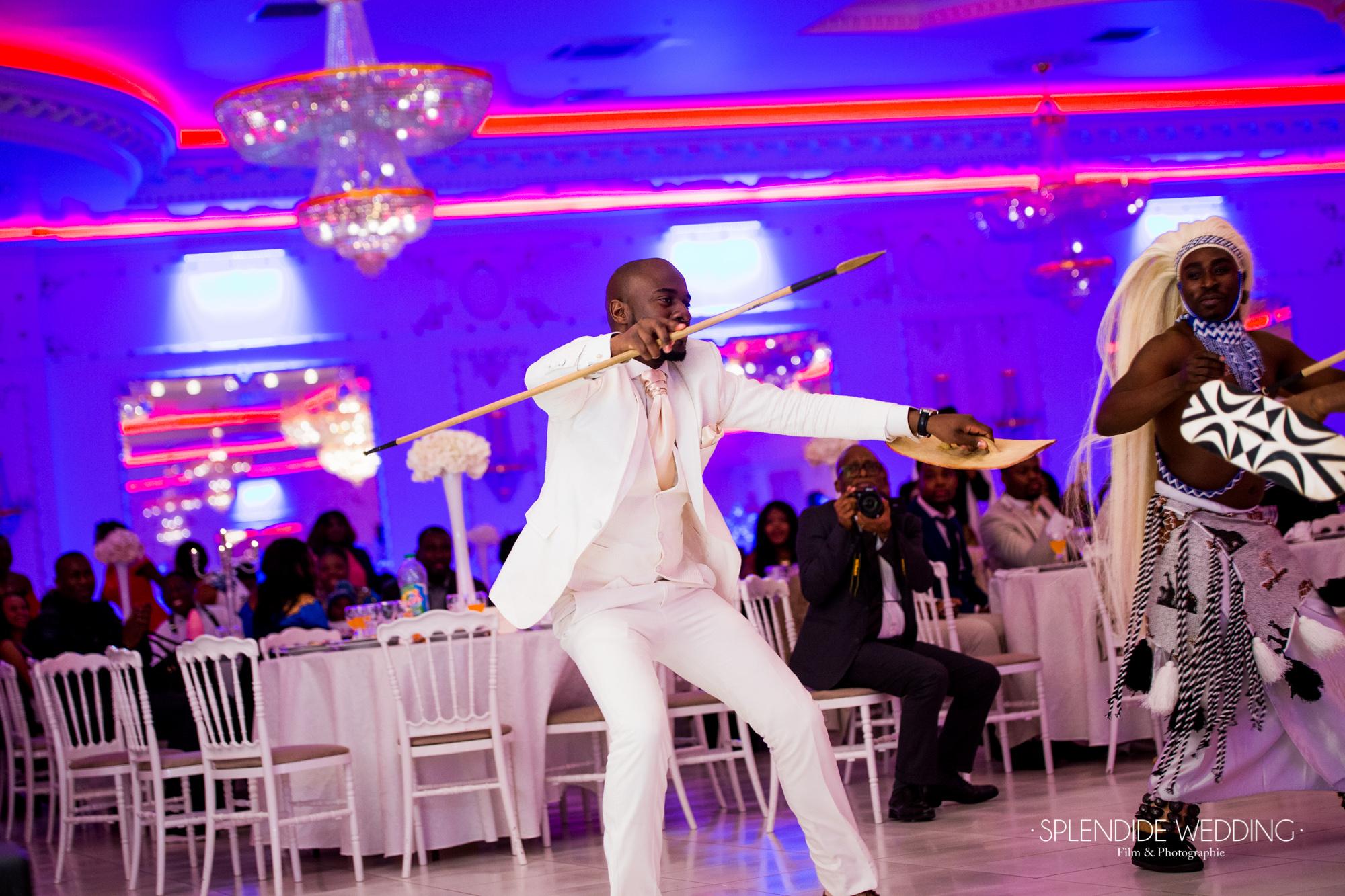 Photographe mariage Paris 19ème Darius danse pour sa femme