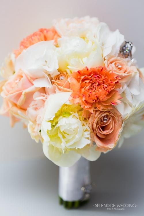 photographe mariage seine et marne photo du bouquet de fleur orange et blanc