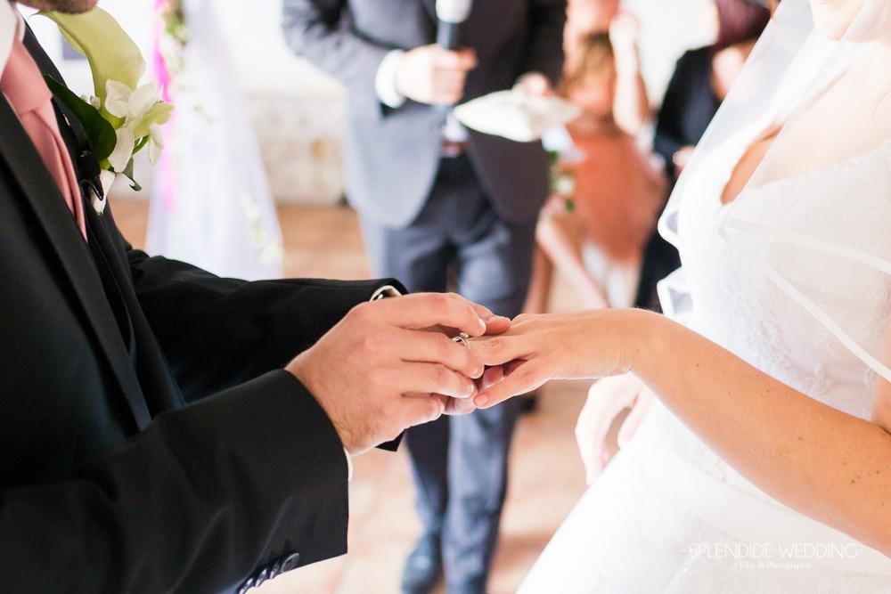 Photographe mariage seine et marne Met moi l'alliance au doigt