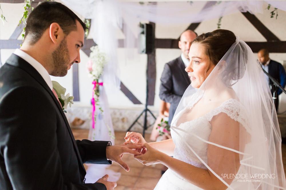 Photographe mariage seine et marne Echange des alliances entre Cindy et Aurélien