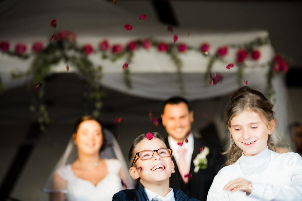 Photographe mariage seine et marne Jetons les pétales de rose