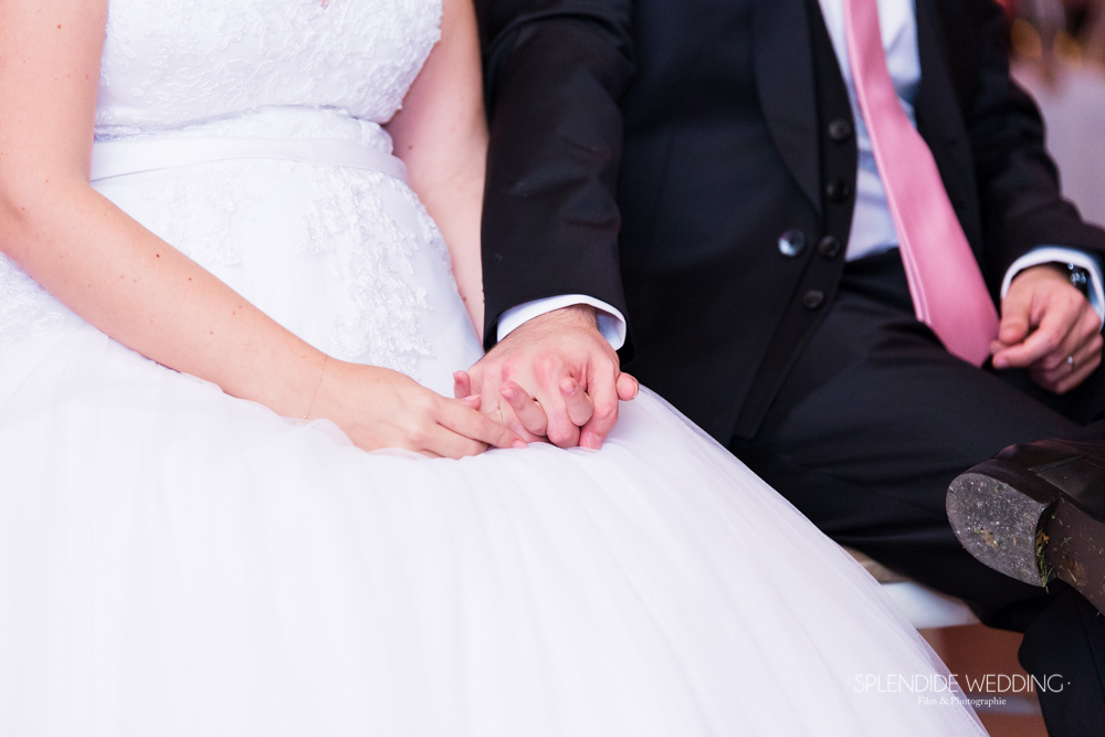 Photographe mariage seine et marne Hold my hand
