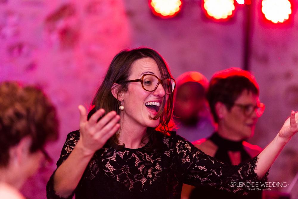 Photographe mariage seine et marne les invités dansant