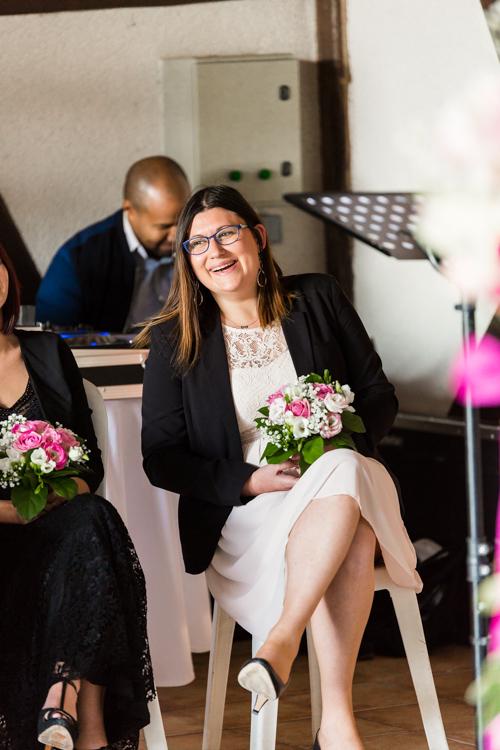 Photographe mariage seine et marne réaction de l'un des demoiselles d'honneur