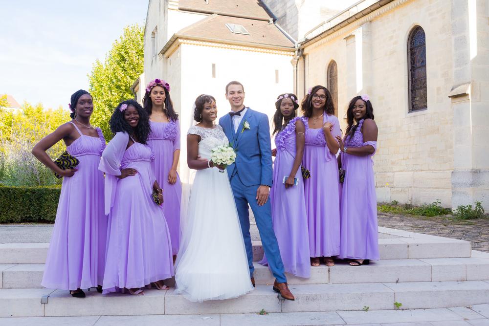 Photographe Mariage Alfortville, photo de groupe avec les demoiselles en violet