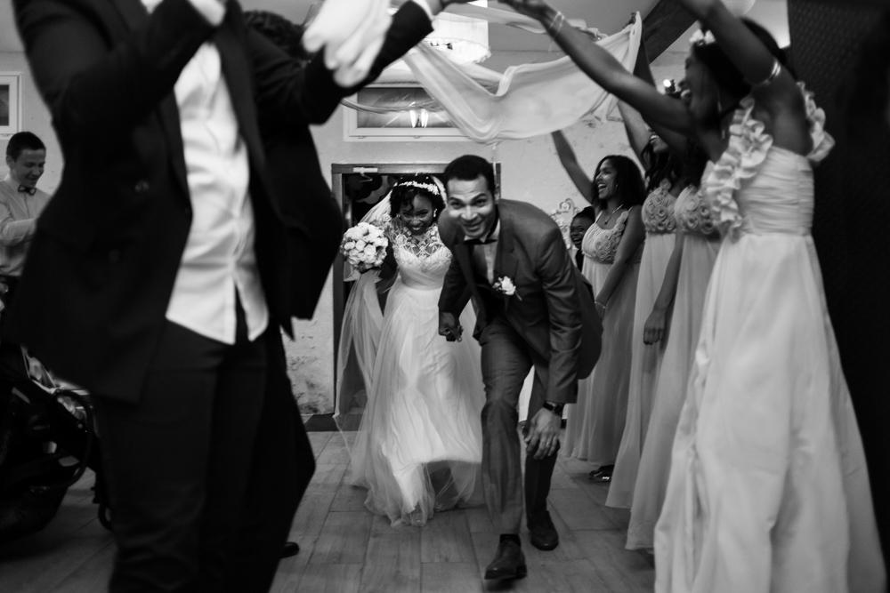 Arrivé des mariés à la salle