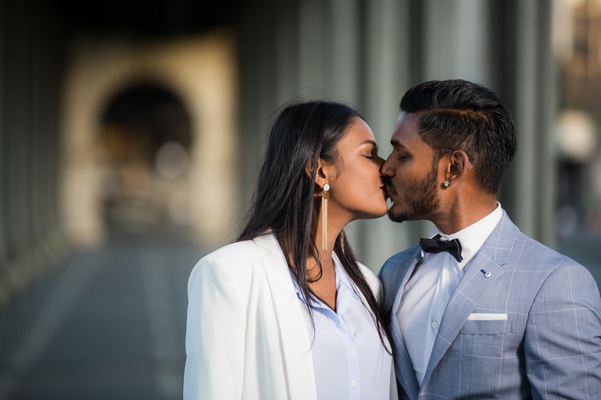Séance engagement PARIS Mindula et DHan s'embrasse