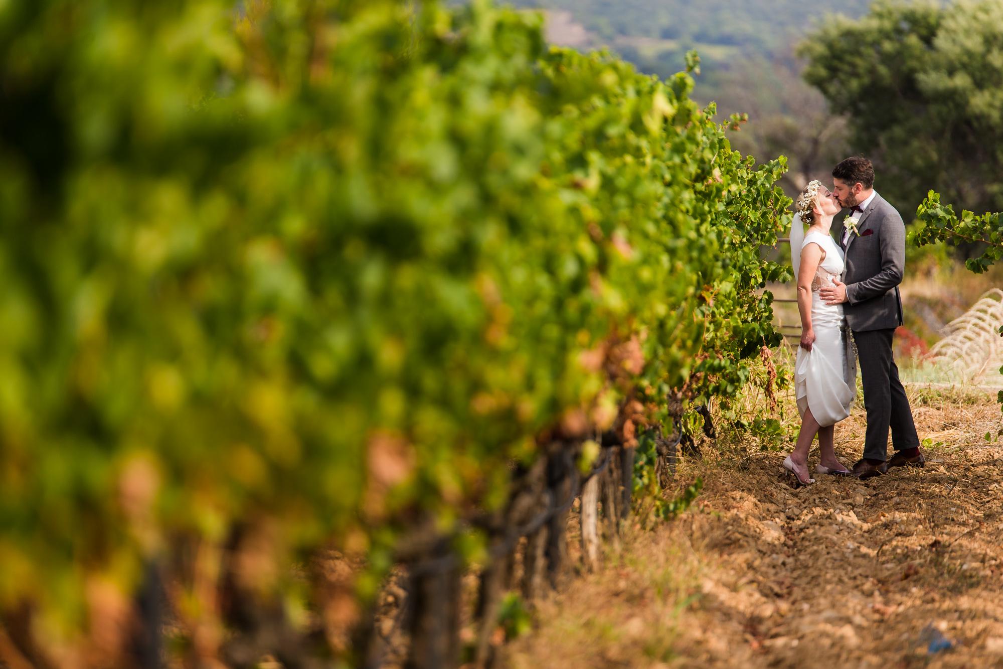 Mariage Bormes-les-Mimosas | Photo de couple dans les vignes