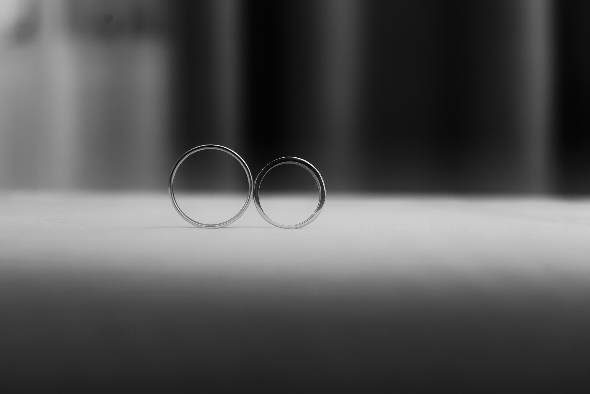 Mariage au Domaine de Béthemont Les alliances des mariées